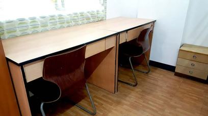 UV ESL Center - 房間自習桌